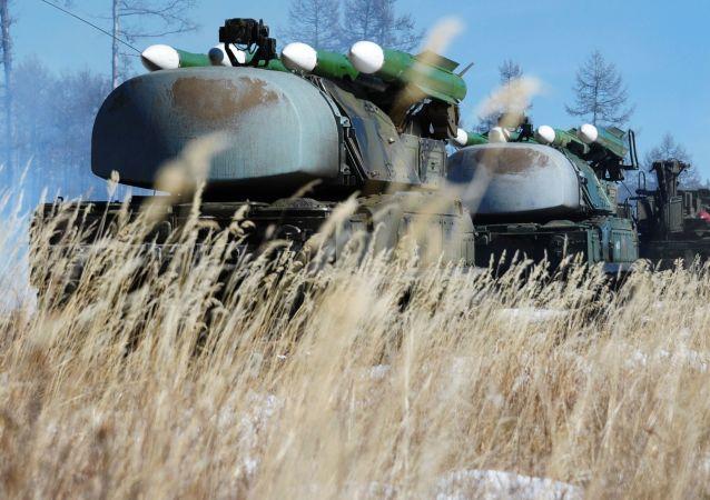 Systemy rakietowe Buk podczas ćwiczeń wojsk obrony przeciwlotniczej w Buriacji