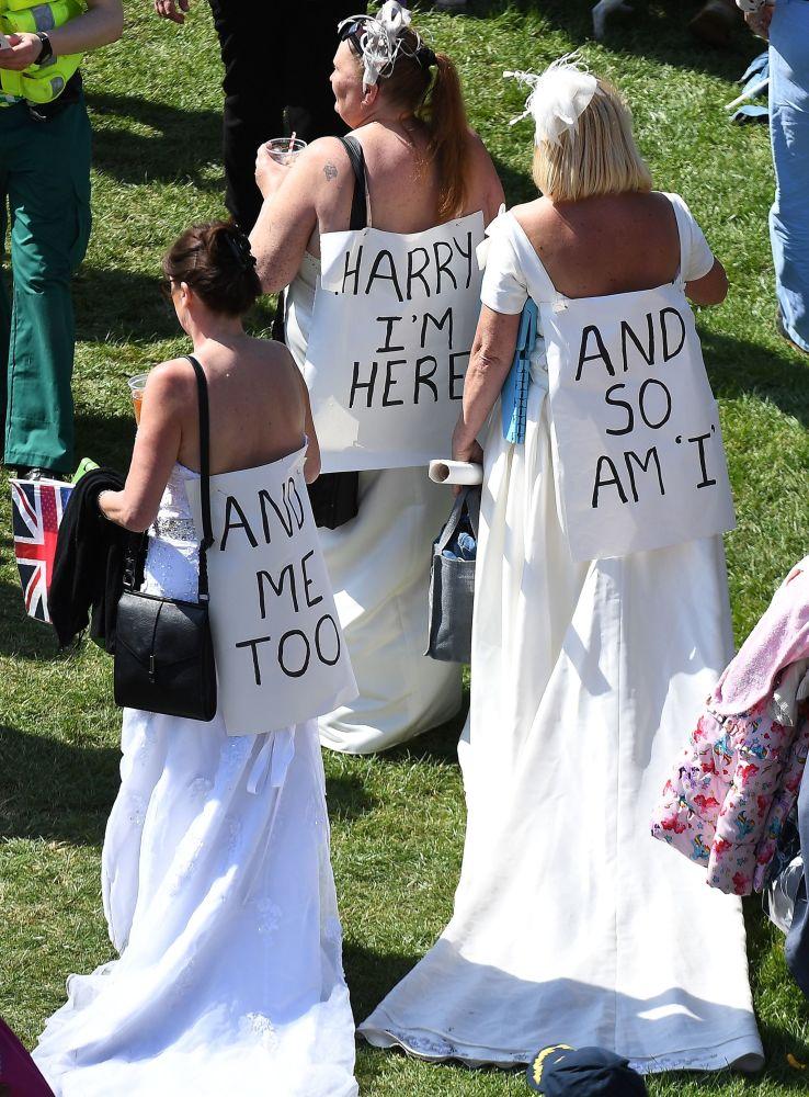 Goście przybywają na ceremonię ślubną księcia Harry'ego i Meghan Markle