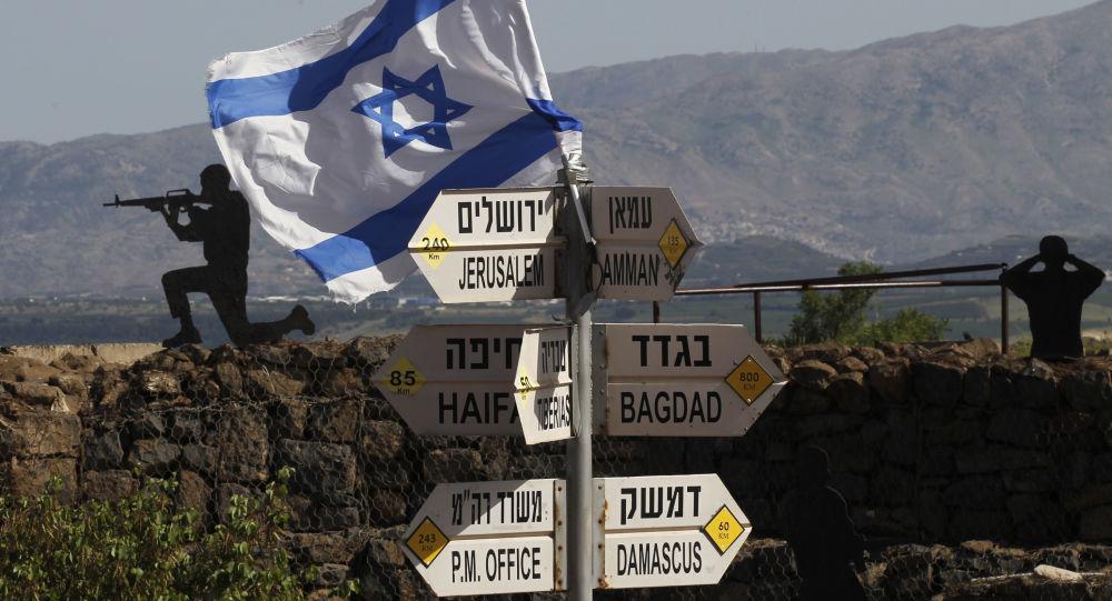 Izraelska flaga na górach Bental na Wzgórzach Golan na terytorium kontrolowanym przez Izrael