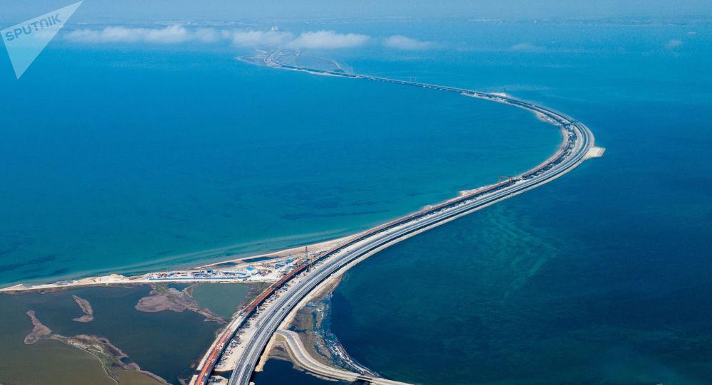 Ruch samochodowy na Moście Krymskim