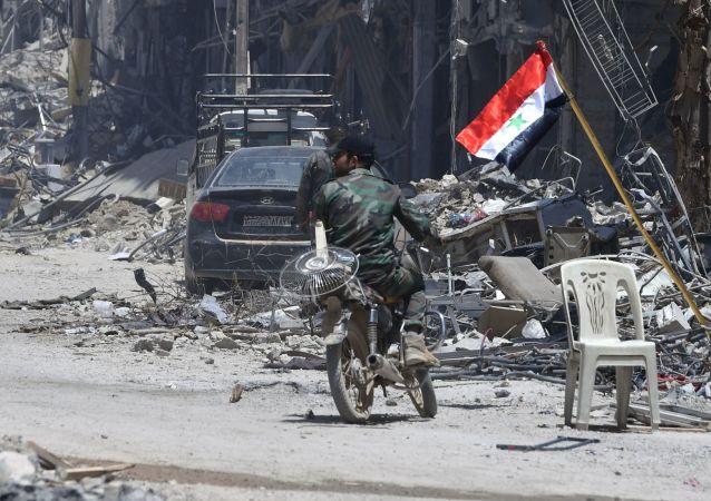 """Zniszczone domy w wyzwolonym obozie palestyńskich uchodźców """"Jarmuk"""" na południu Damaszku"""
