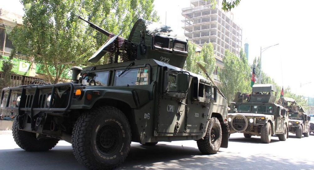 Afgańska policja patroluje ulice Kabulu