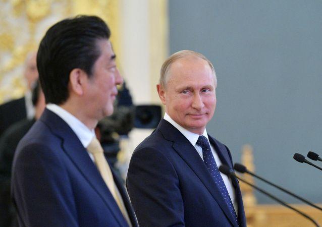 Shinzo Abe i Władimir Putin