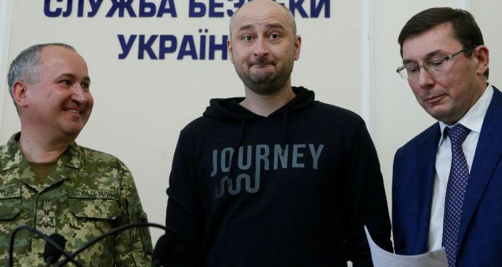 Rosyjski dziennikarz Arkadij Babczenko na konferencji prasowej w Kijowie