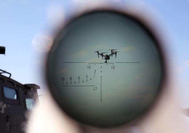 Żołnierz w czasie ćwiczeń z walki z celami powietrznymi w kraju stawropolskim