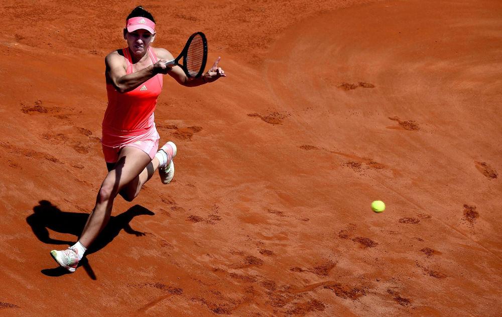Rumuńska tenisistka Simona Halep na zawodach tenisa we Włoszech
