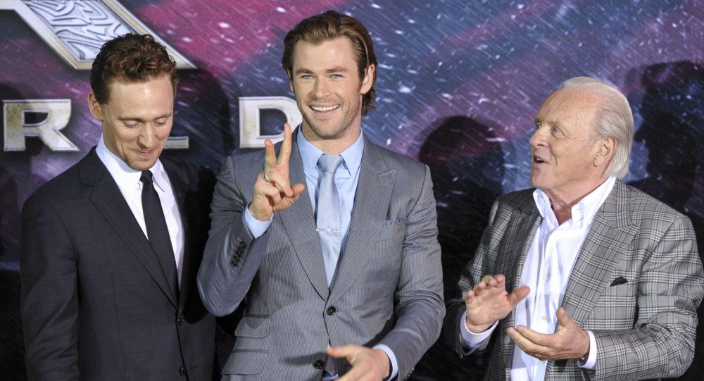 Aktorzy Tom Hiddleston, Chris Hemsworth i Anthony Hopkins
