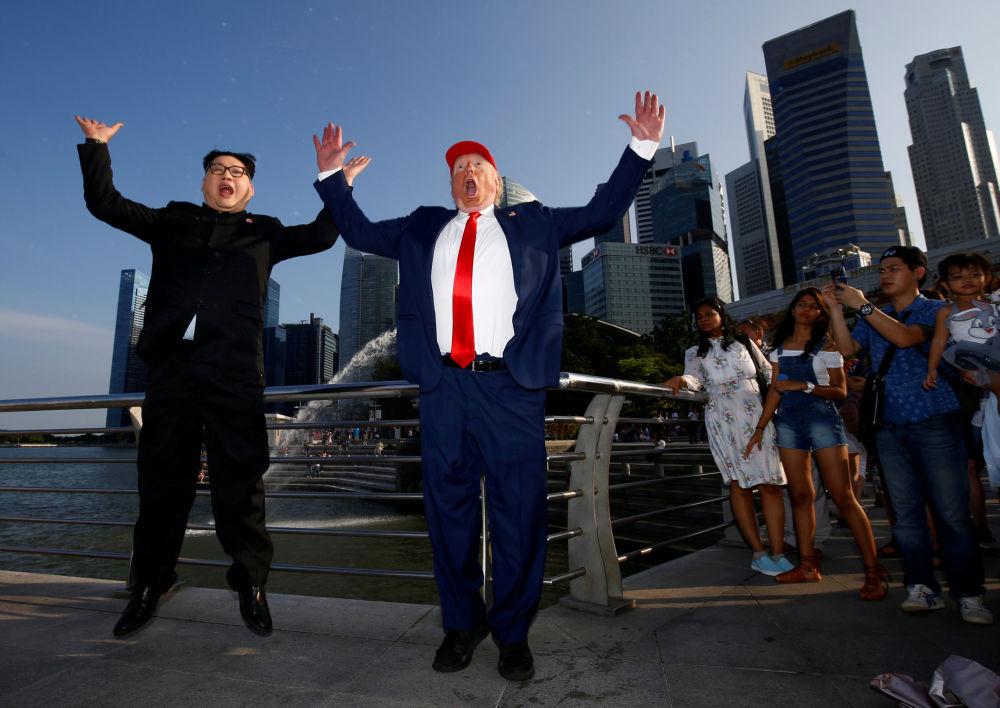 Sobowtóry Trumpa i Kim Dzong Una w Singapurze