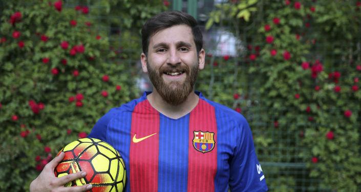 Irański sobowtór piłkarza Messi Reza Parastesh