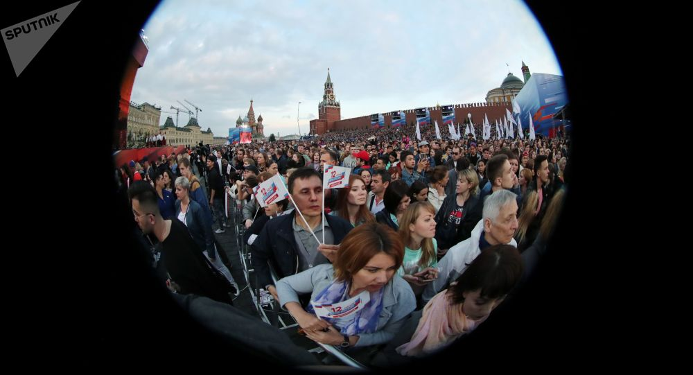 Uczestnicy obchodów Dnia Rosji na Placu Czerwonym