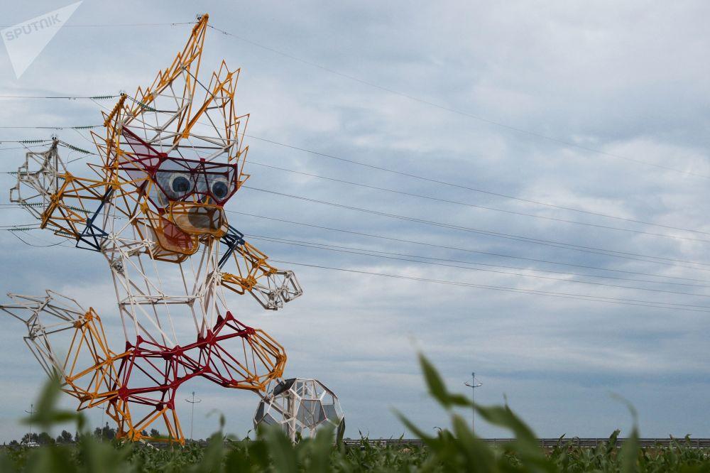 Wsparcie linii energetycznych w postaci maskotki Mistrzostw Świata FIFA 2018 wilka Zabijaki zostało zamontowane w obwodzie kaliningradzkim