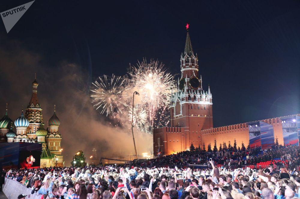 Fajerwerki z okazji obchodów Dnia Rosji na Placu Czerwonym