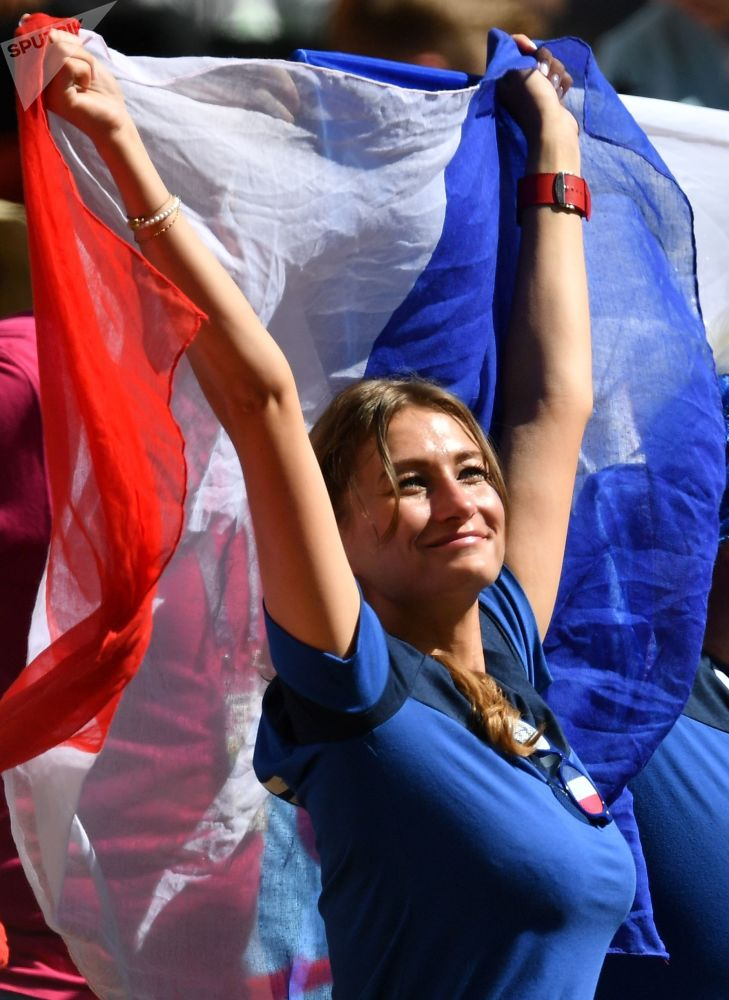 Dziewczyna kibicuje Francji