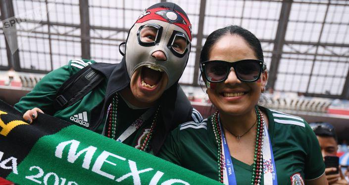 Kibice przed rozpoczęciem meczu fazy grupowej Mistrzostw Świata w Piłce Nożnej pomiędzy reprezentacjami Niemiec i Meksyku