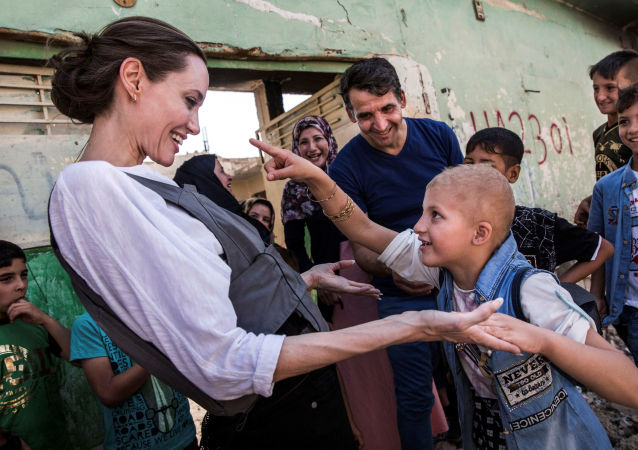 Aktorka i ambasador dobrej woli ONZ Angelina Jolie i 8-letni Falak, Irak 2018 r.