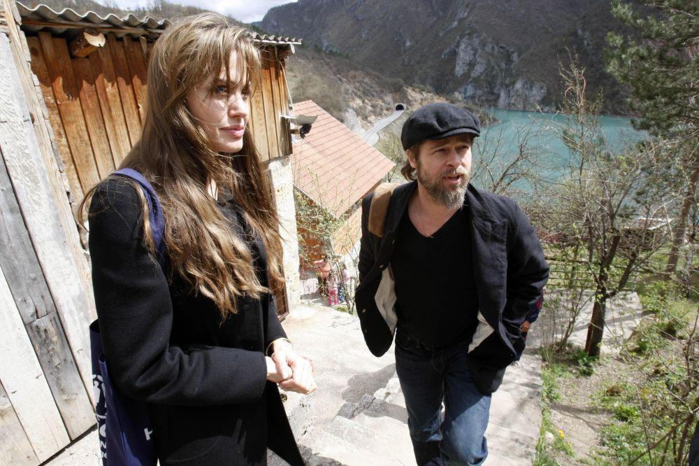 Ambasador dobrej woli ONZ Angelina Jolie i aktor Brad Pitt w Bośni, 2010 r.