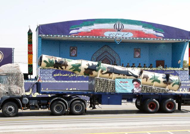 Rakieta rosyjskiej produkcji S-300 na defiladzie wojskowej w Teheranie
