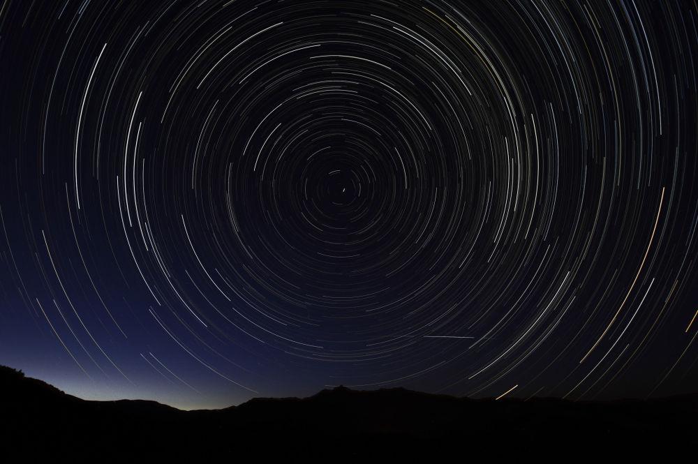 Perseidy – jeden z najbardziej regularnych rojów meteorów