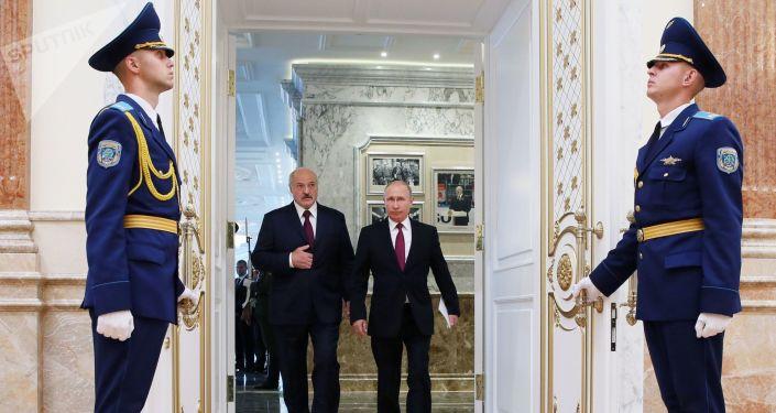 Prezydent Federacji Rosyjskiej Władimir Putin i prezydent Białorusi Aleksander Łukaszenko przed posiedzeniem Najwyższej Rady Państwowej Państwa Związkowego w Mińsku