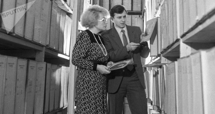 Pracownicy KGB w archiwum