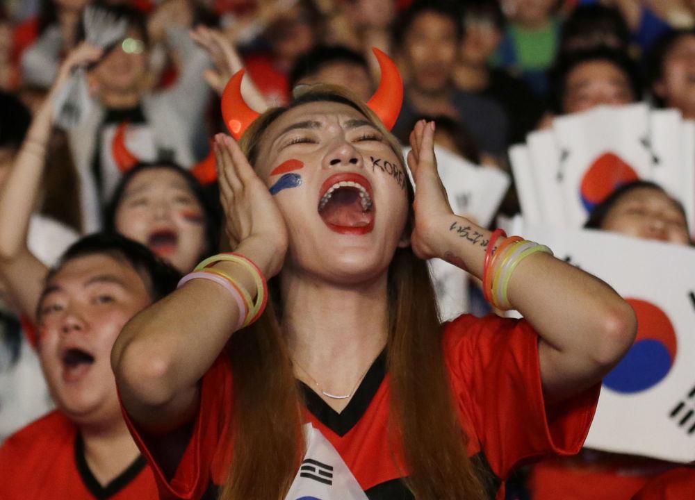 Kibice reprezentacji Korei Południowej podczas meczu pomiędzy Niemcami i Koreą Południową w Seulu