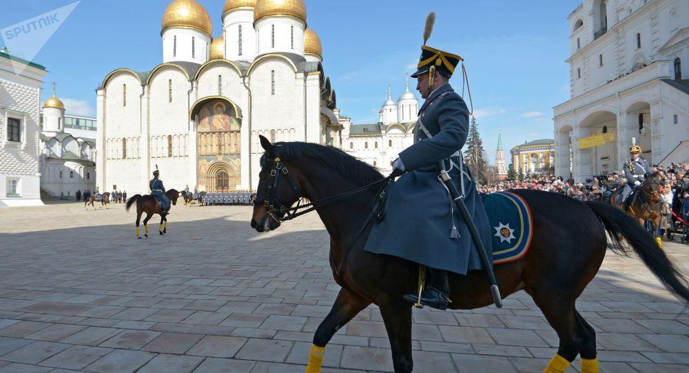Kawalerzyści na Kremlu