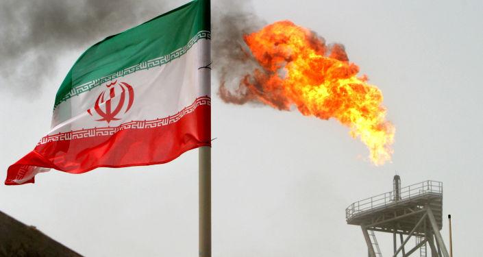 Platforma wydobywająca na złożu Soroush w Iranie