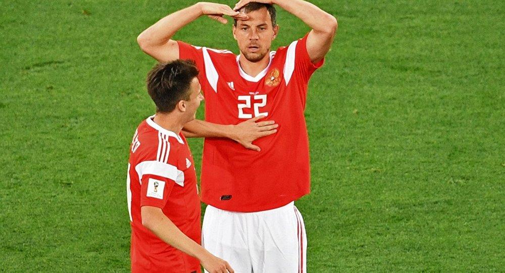 Artem Dziuba po zdobytej bramce w meczu Rosja-Egipt