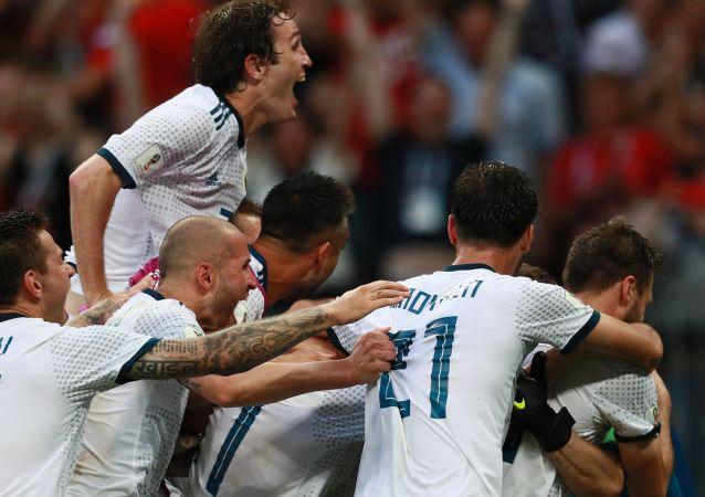 Reprezentacja Rosji cieszy się ze zwycięstwa w 1/8 finału Mistrzostw Świata w Piłce Nożnej