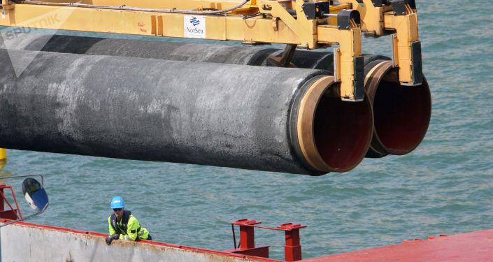 Budowa gazociągu na dnie Bałtyku w ramach realizacji projektu Nord Stream
