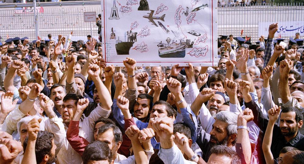 Akcja protestacyjna podczas pogrzebu ofiar katastrofy nad Zatoką Perską w Iranie