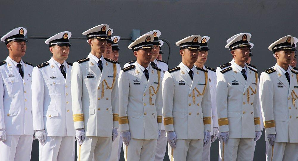 """Chińscy marynarze uczestniczący w rosyjsko-chińskich ćwiczeniach """"Morska współpraca 2015"""