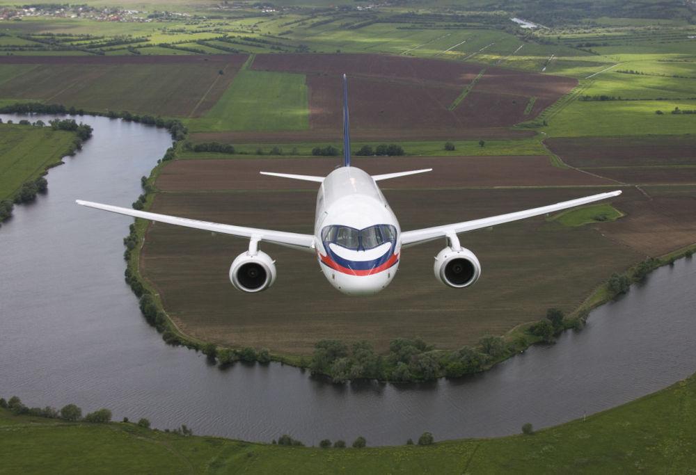 Regionalny rosyjski samolot pasażerski nowej generacji Suchoj Superjet 100