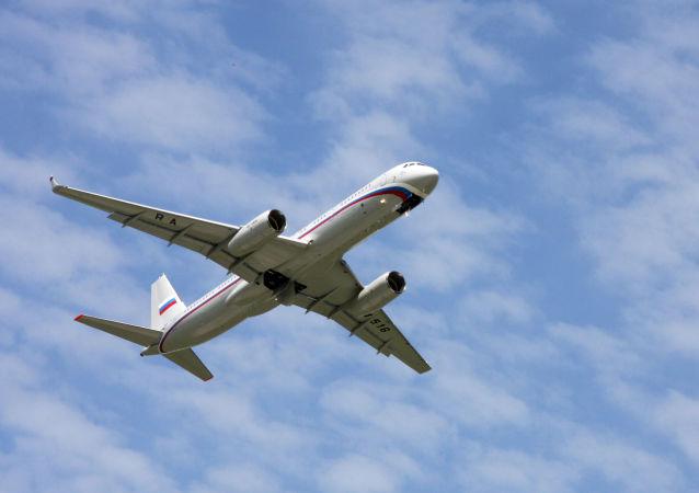 Dwusilnikowy samolot pasażerski średniego zasięgu Tu-214
