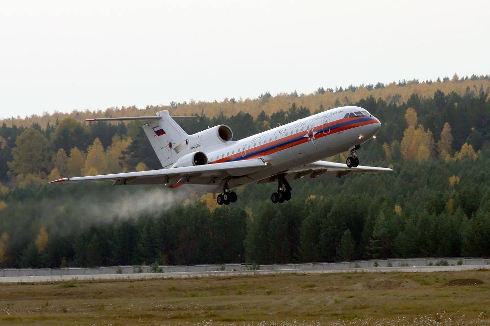 Średniodystansowy samolot komunikacyjny Jak-42