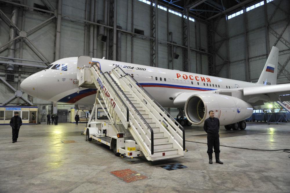 Nowy dwusilnikowy samolot pasażerski średniego zasięgu Tu-204-300