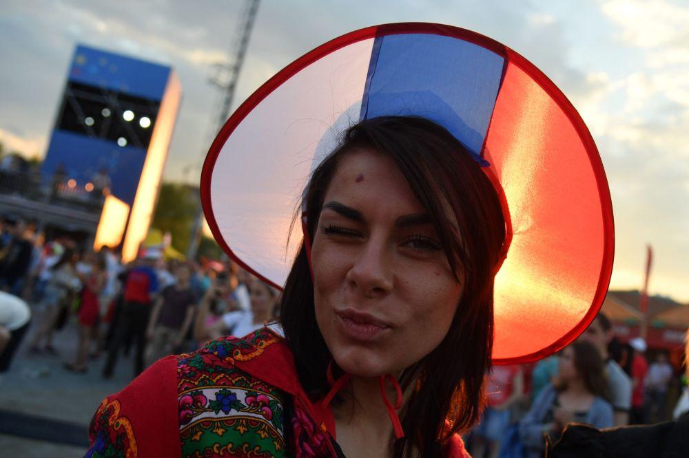 Kokosznik w kolorach rosyjskiej flagi