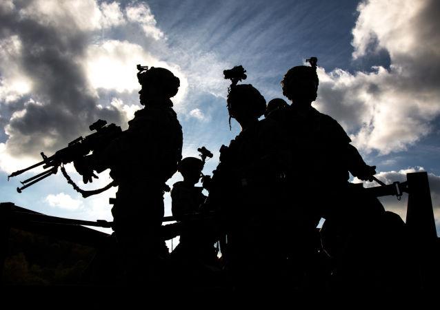 Wojskowi amerykańskiej armii podczas wspólnych ćwiczeń wojsk NATO Swift Response 2017 w Niemczech