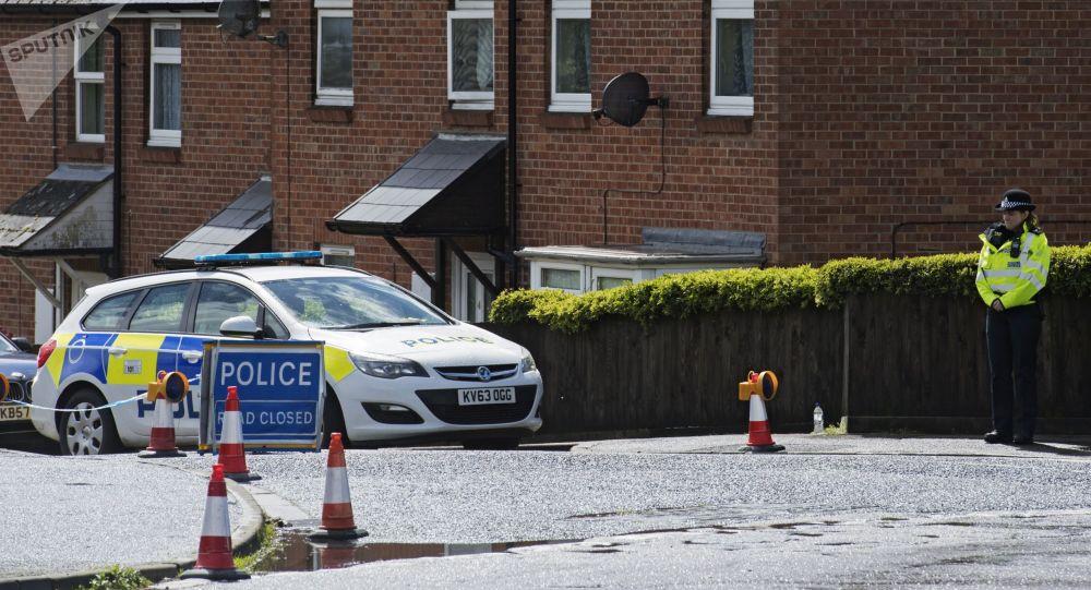 Stróżowie prawa na ulicy Christie Miller Road w Salisbury, hrabstwo Wiltshire, Wielka Brytania