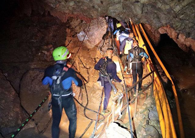 Akcja ratunkowa w jaskini w Tajlandii