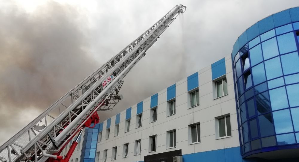 Gaszenie pożaru w Irkuckiej Fabryce Lotniczej