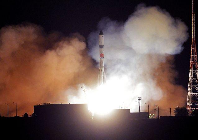 """Start rakiety nośnej """"Sojuz-2.1A"""" z kosmiczną """"ciężarówką"""" """"Progress MS-09"""" z kosmodromu Bajkonur"""