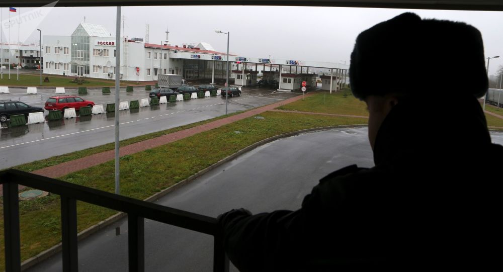 Pracownik przejścia granicznego Grzechotki-Mamonowo II na granicy rosyjsko-polskiej