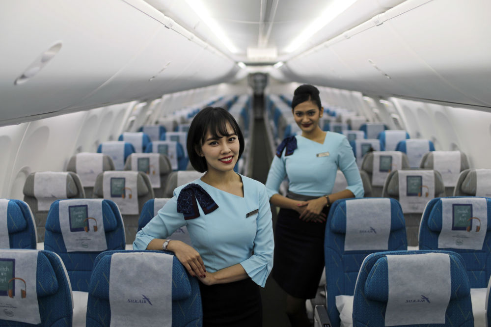Stewardessy SilkAir na pokładzie nowego samolotu Boeing 737 Max 8