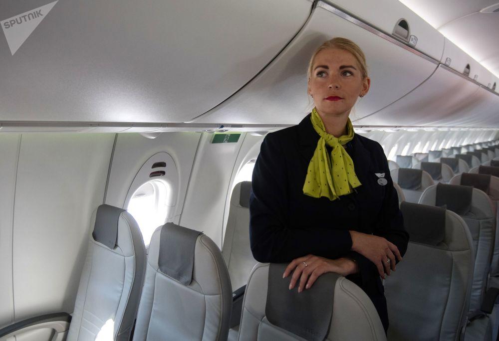 Stewardessa linii lotniczych airBaltic