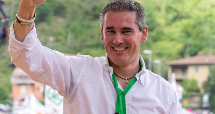 Sekretarz regionalny partii Liga z ramienia Lombardii, deputowany parlamentu Paolo Grimoldi