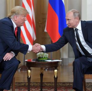 Prezydent Rosji Władimir Putin i prezydent USA Donald Trump na spotkaniu w Helsinkach