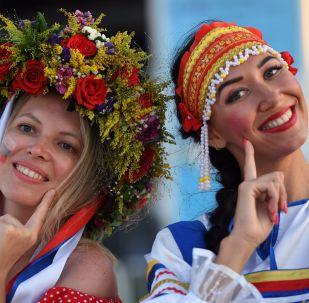 Kibice reprezentacji Rosji przed rozpoczęciem meczu ćwierćfinału mistrzostw świata w piłce nożnej między reprezentacją Rosji i Chorwacji