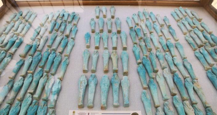 Posążki uszebti z warsztatu mumii znalezionego na terytorium Sakkary, Egipt