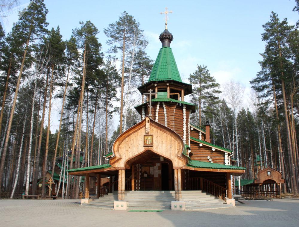 Monaster Świętych Cierpiętników Carskich, założony na miejscu, gdzie czekiści ukryli szczątki zamordowanego cara, jego rodziny i służących